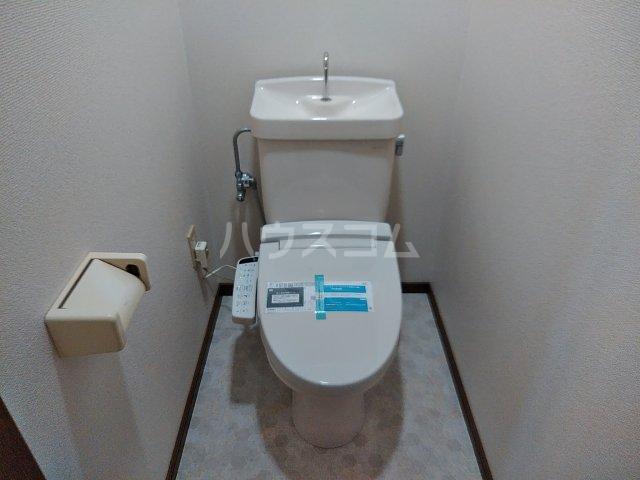 シャトル古城 201号室のトイレ