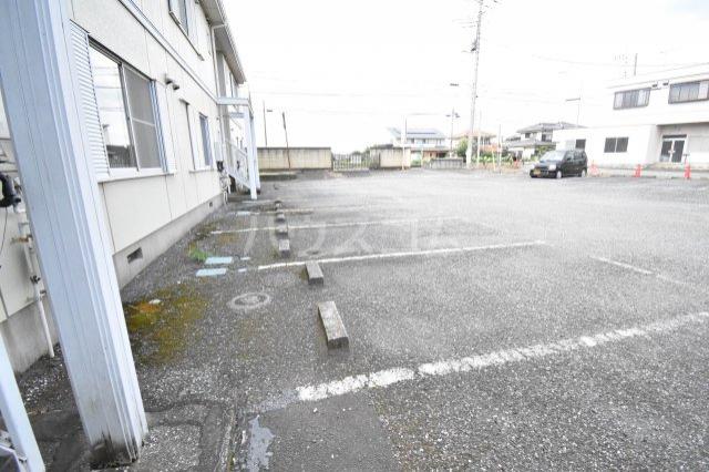 フレグランス久保田 00205号室の駐車場