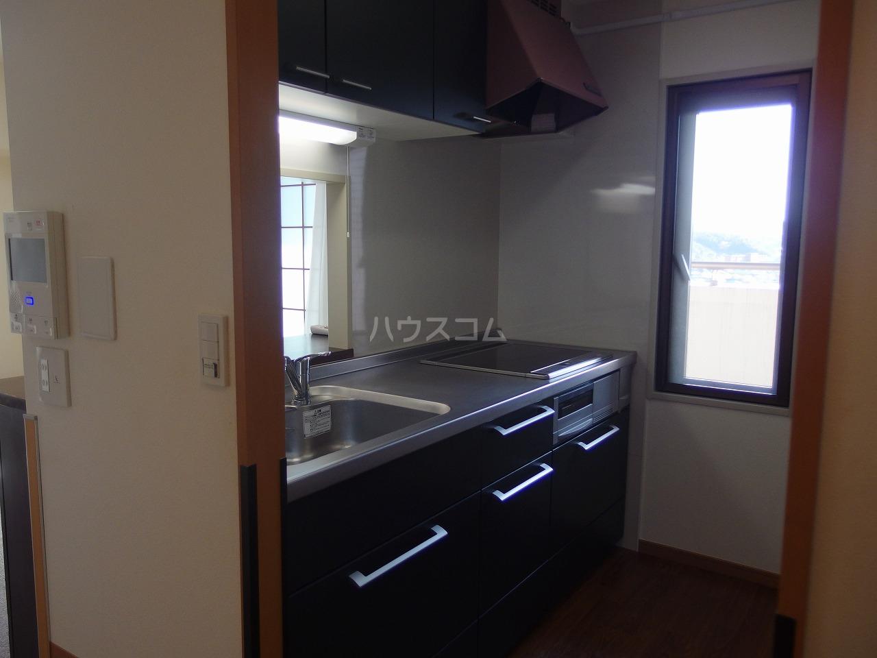 多摩南平パークスクエア 1103号室のキッチン