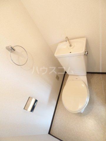 アークハウス中切 4A号室のトイレ