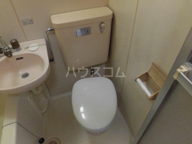 セントジュエル 201号室のトイレ