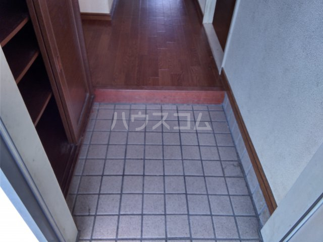 サープラスThree石黒A棟 201号室の玄関