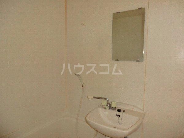 KJ館 1018号室の洗面所