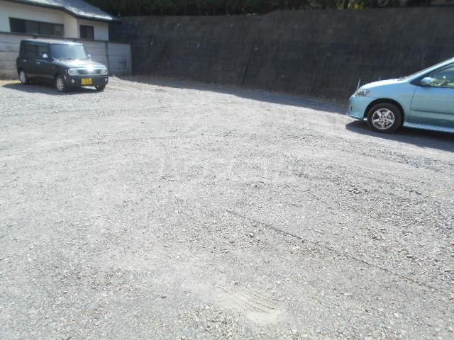 ストークレジデンス・ナカザワ 105号室の駐車場