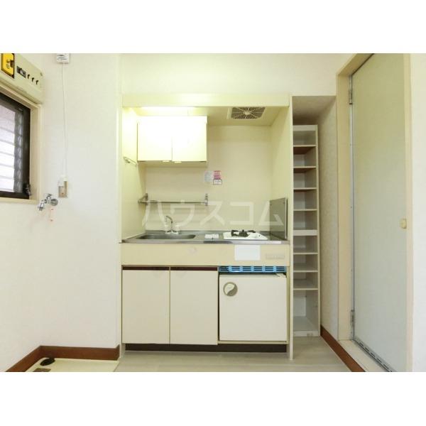 ガーデニアヒルズ 303号室のキッチン