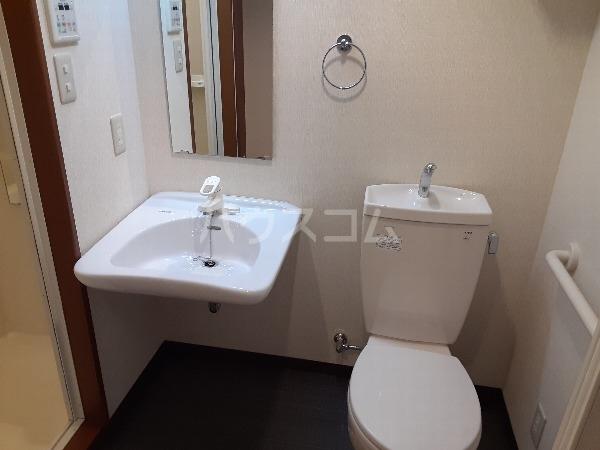 プリミエール・レンナ 201号室の洗面所