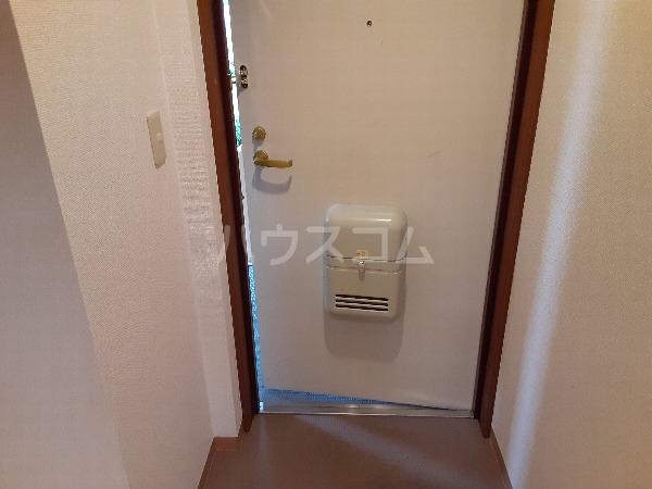 プリミエール・レンナ 201号室の玄関