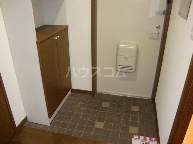 ルミナス押沢台 203号室の玄関