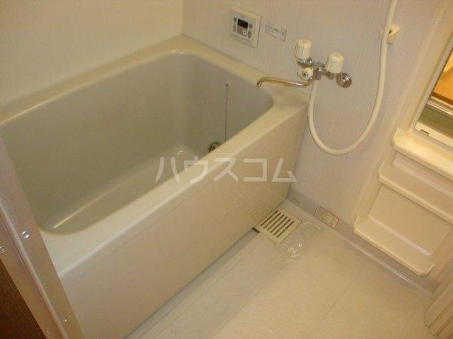 ルミナス押沢台 203号室の風呂
