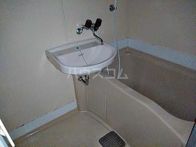 カステルセゾン 205号室の風呂