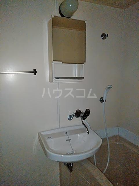 カステルセゾン 205号室の洗面所
