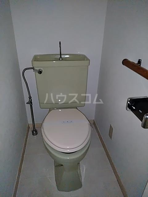 カステルセゾン 205号室のトイレ
