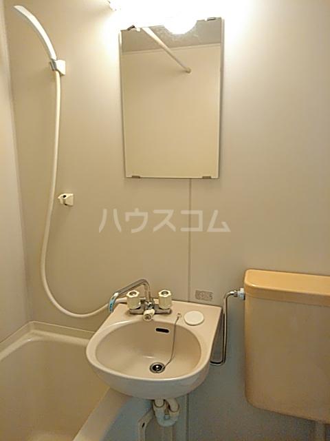 ファーストシティ橋本 205号室の洗面所