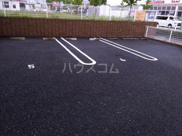 ニューオーシャンの駐車場