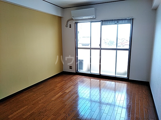 グリーンハイツ浅野 3E号室のリビング