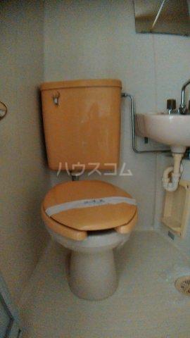 サウスハイム入曽 00201号室のトイレ