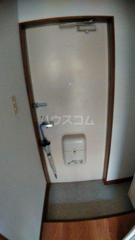 サウスハイム入曽 00201号室の玄関