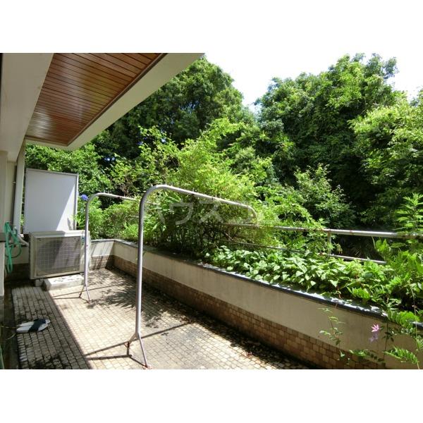 聖蹟桜ヶ丘ガーデンホーム 203号室のバルコニー