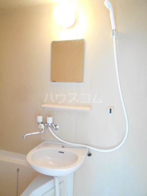 ベルハイツ 105号室の洗面所