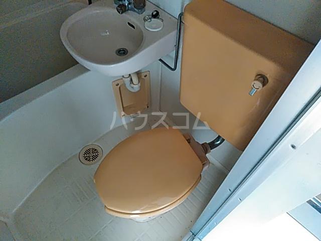 ブラウンバード 302号室のトイレ