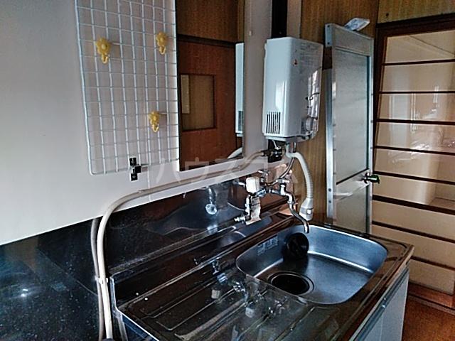 フラワーハウス 102号室のキッチン