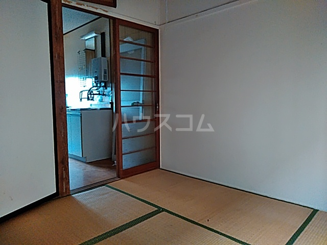 フラワーハウス 102号室の居室