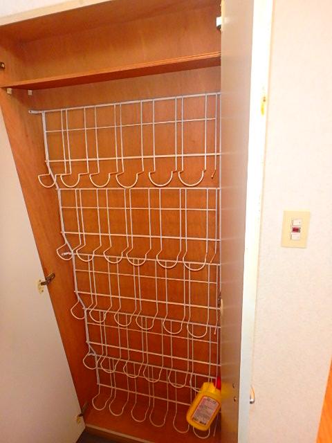 天神ハイツ 201号室の玄関