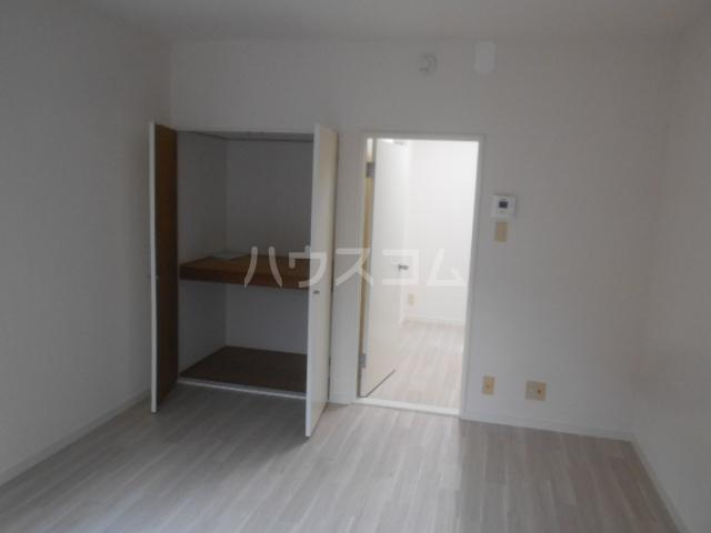 ホワイトウィング石田 101号室の居室