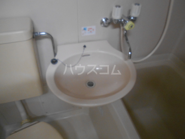 ホワイトウィング石田 101号室の洗面所