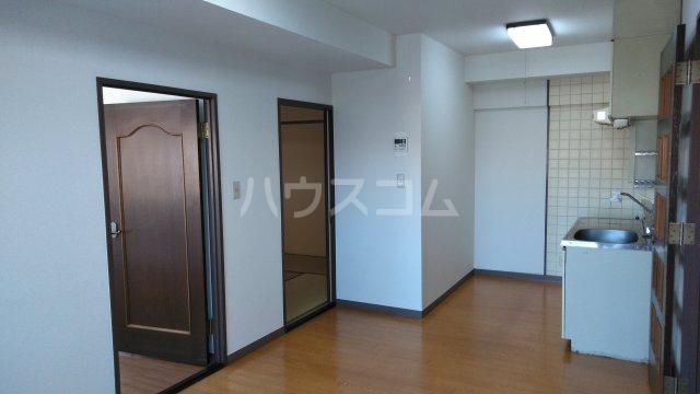 日建シェトワ-5 201号室のリビング