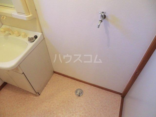 中宿レジデンスA棟 102号室の居室