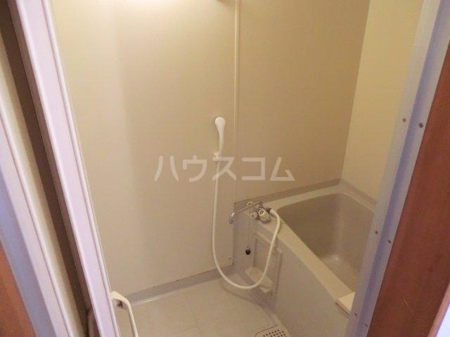 中宿レジデンスA棟 102号室の風呂