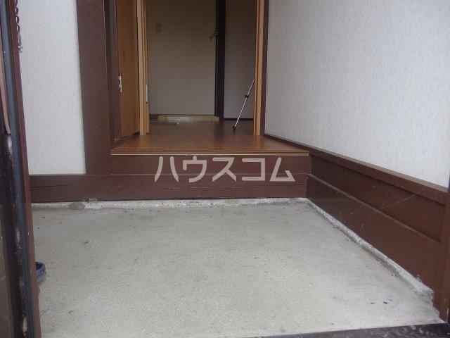 土方シマ貸家の玄関