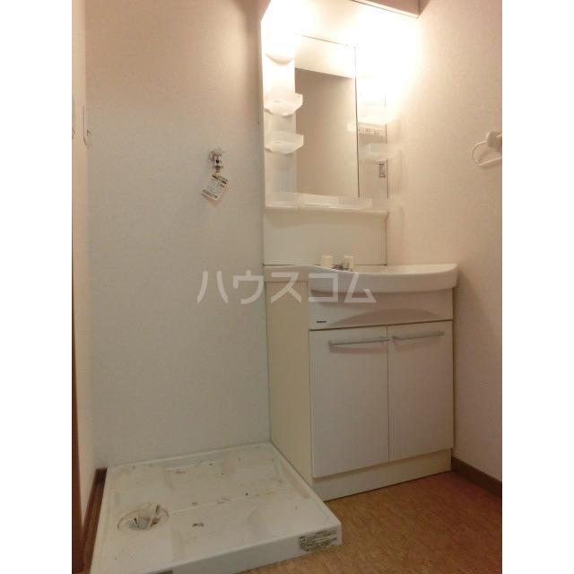 ハイツ鈴木 102号室の洗面所