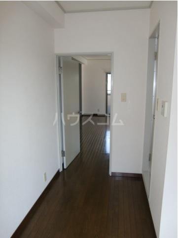 第2関根ビル 301号室の玄関