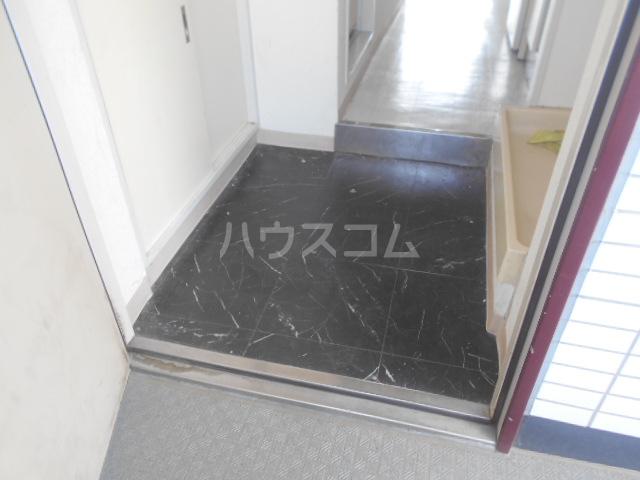 ビアメゾン高幡不動 303号室の玄関