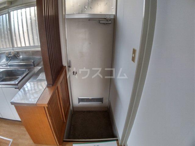 斉藤ハイツ 00101号室の玄関