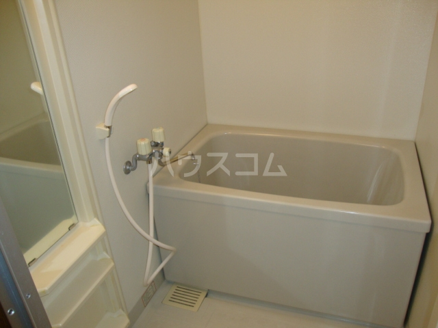 ラフィーネ中央台 201号室の風呂