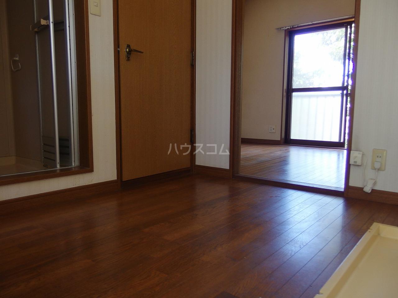 コーポナカザヤ 202号室の居室