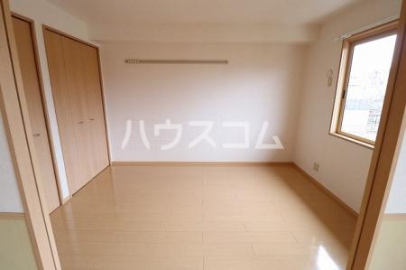 エーデルハイム 201号室のリビング