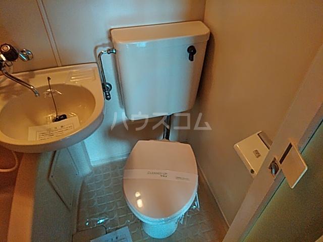 シオン八王子 801号室のトイレ