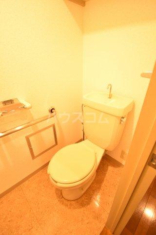 ホーフパラシオン川越 201号室のトイレ