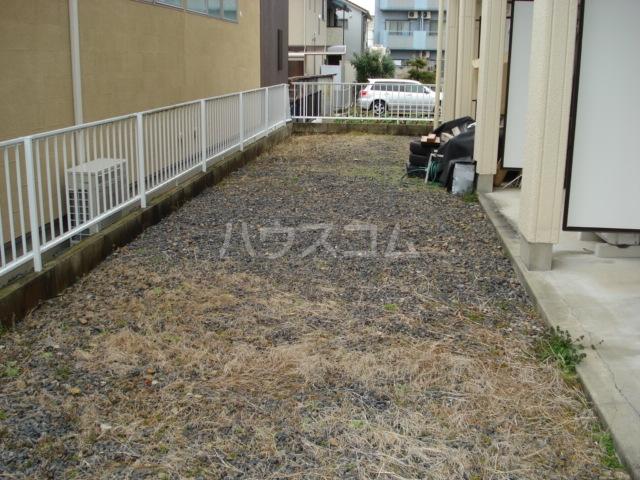 エルタウン中畑(L TOWN中畑) 00103号室の庭