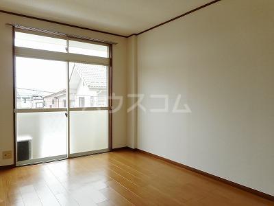 クレインコートハウス 02010号室のリビング