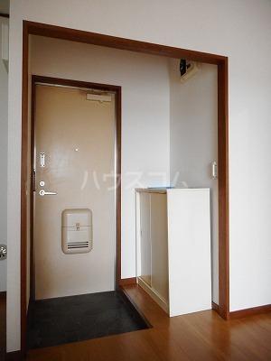 クレインコートハウス 02010号室の玄関