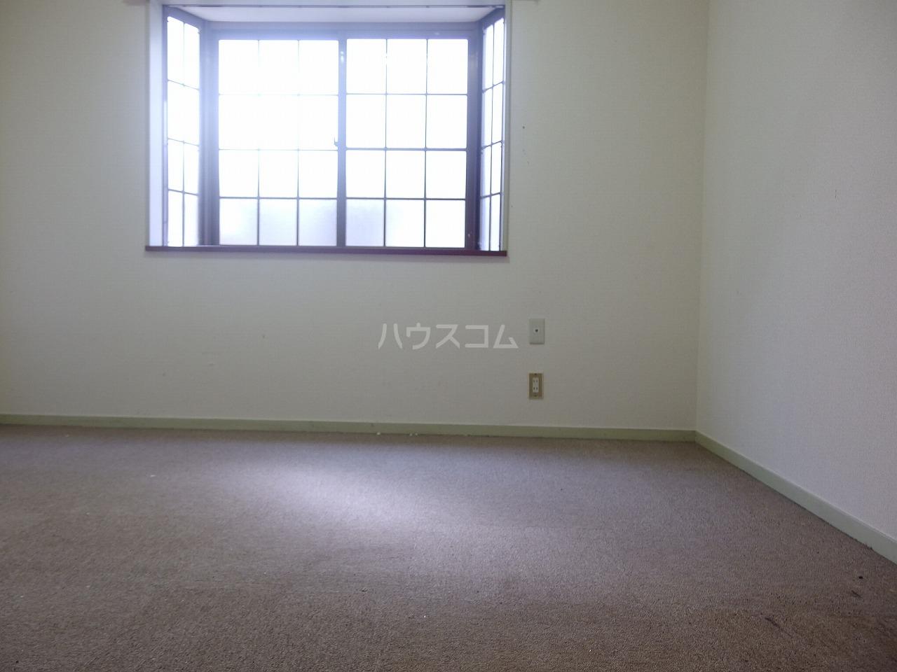 ヴィラ桜ヶ丘 106号室のリビング