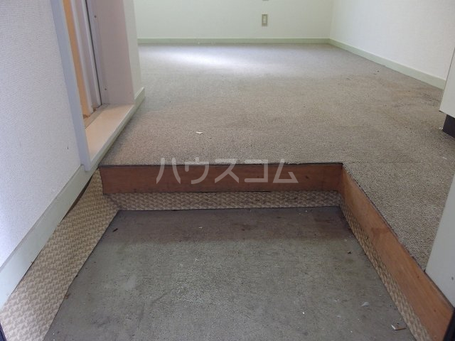 ヴィラ桜ヶ丘 106号室の玄関