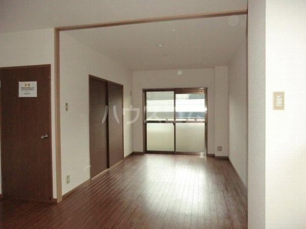 ルミエール松河戸 305号室のバルコニー