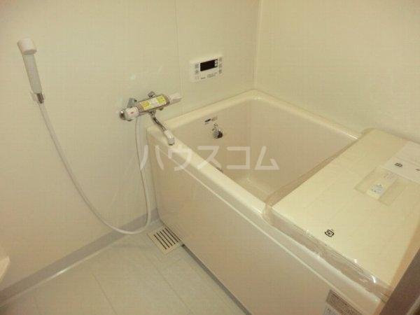 ルミエール松河戸 305号室の風呂