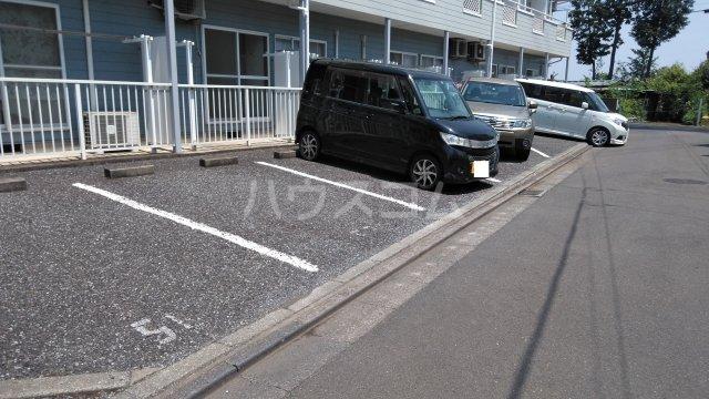 サンモール鶴瀬Ⅱ 107号室の駐車場
